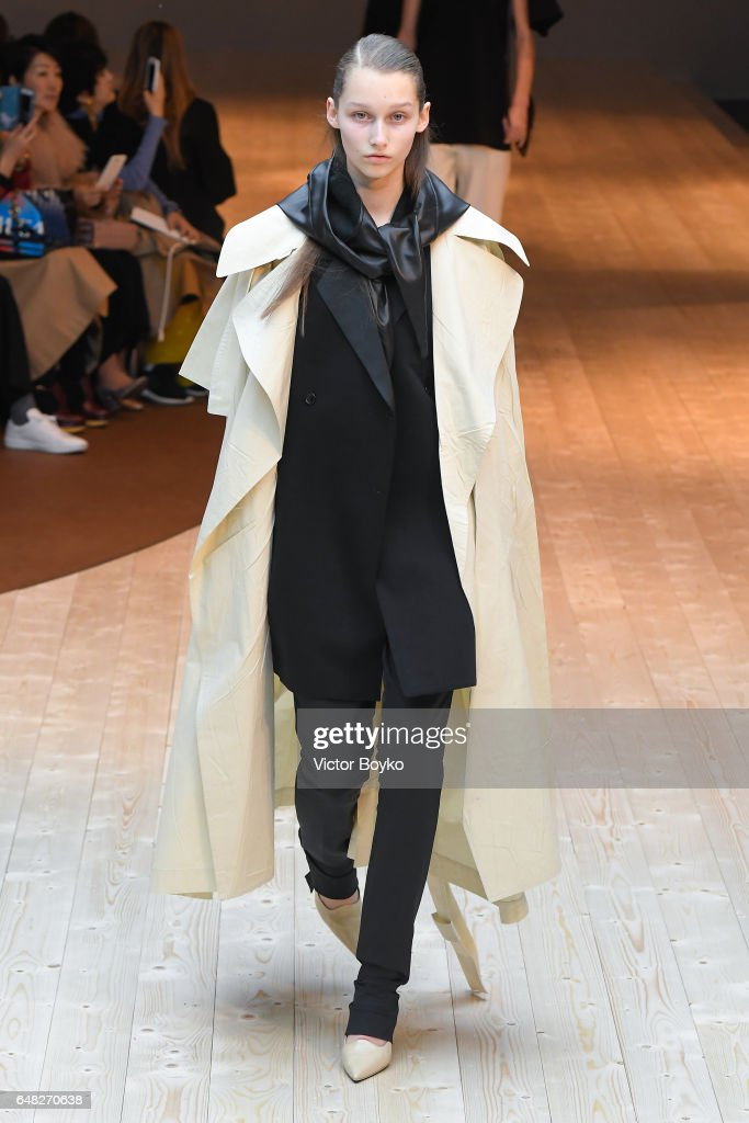 Celine: Runway - Paris Fashion Week Womenswear Fall/Winter 2017/2018 : News Photo