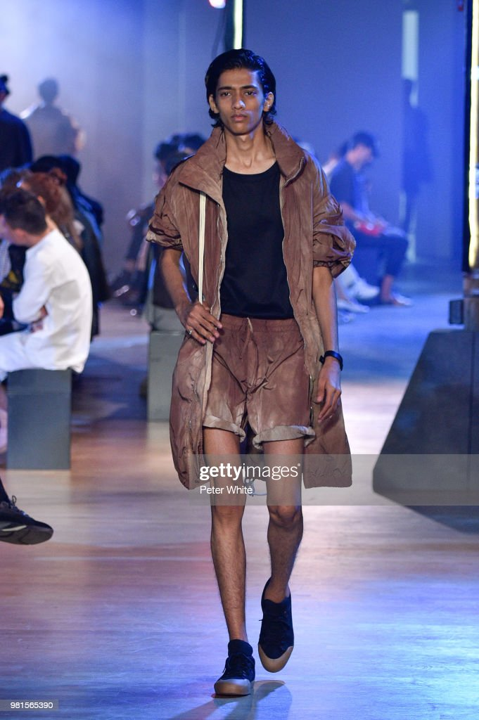 Cerruti 1881: Runway - Paris Fashion Week - Menswear Spring/Summer 2019 : News Photo