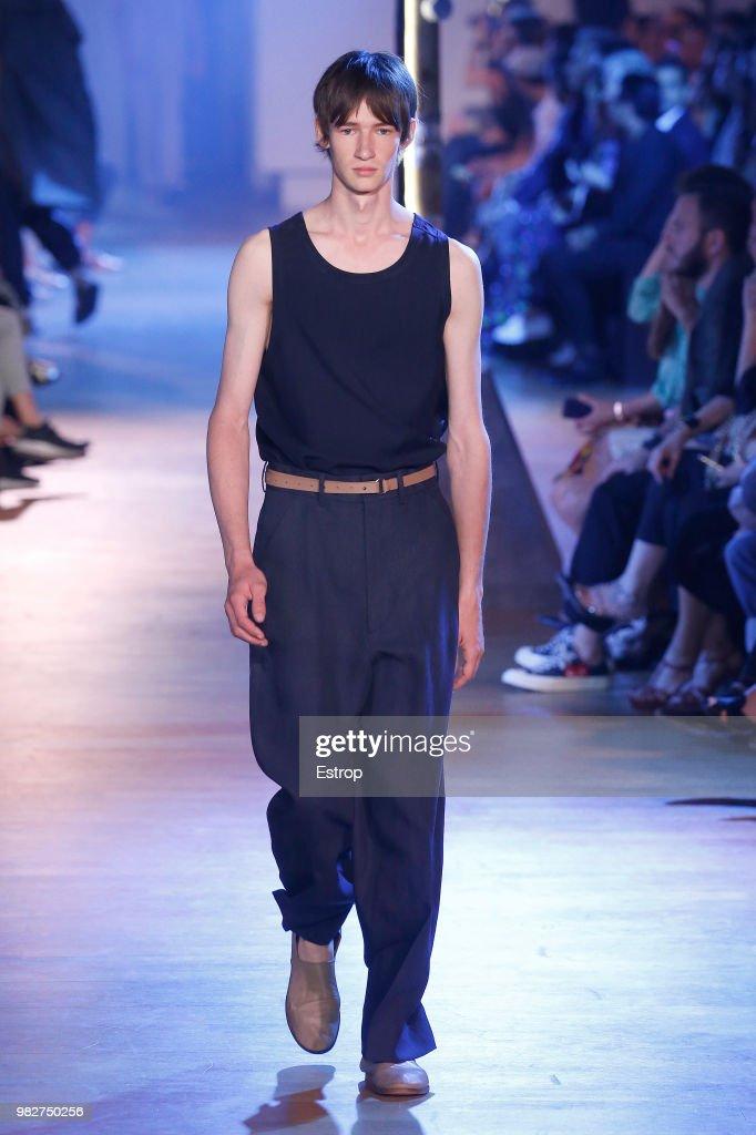 Cerruti 1881: Runway - Paris Fashion Week - Menswear Spring/Summer 2019 : ニュース写真