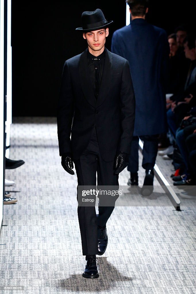 Cerruti : Runway - Paris Fashion Week - Menswear F/W 2017-2018 : News Photo