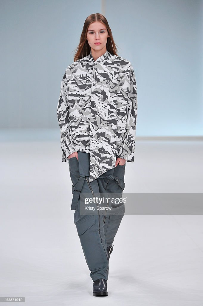 Chalayan : Runway - Paris Fashion Week Womenswear Fall/Winter 2015/2016 : News Photo