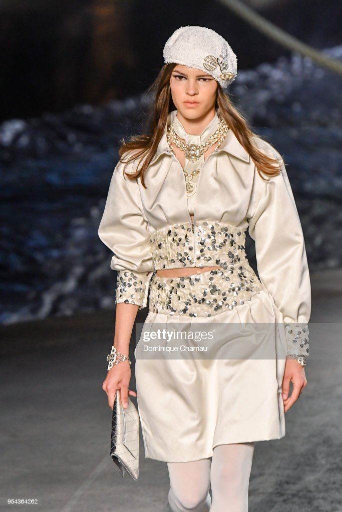 Chanel Cruise 2018/2019 Collection : Runway : News Photo