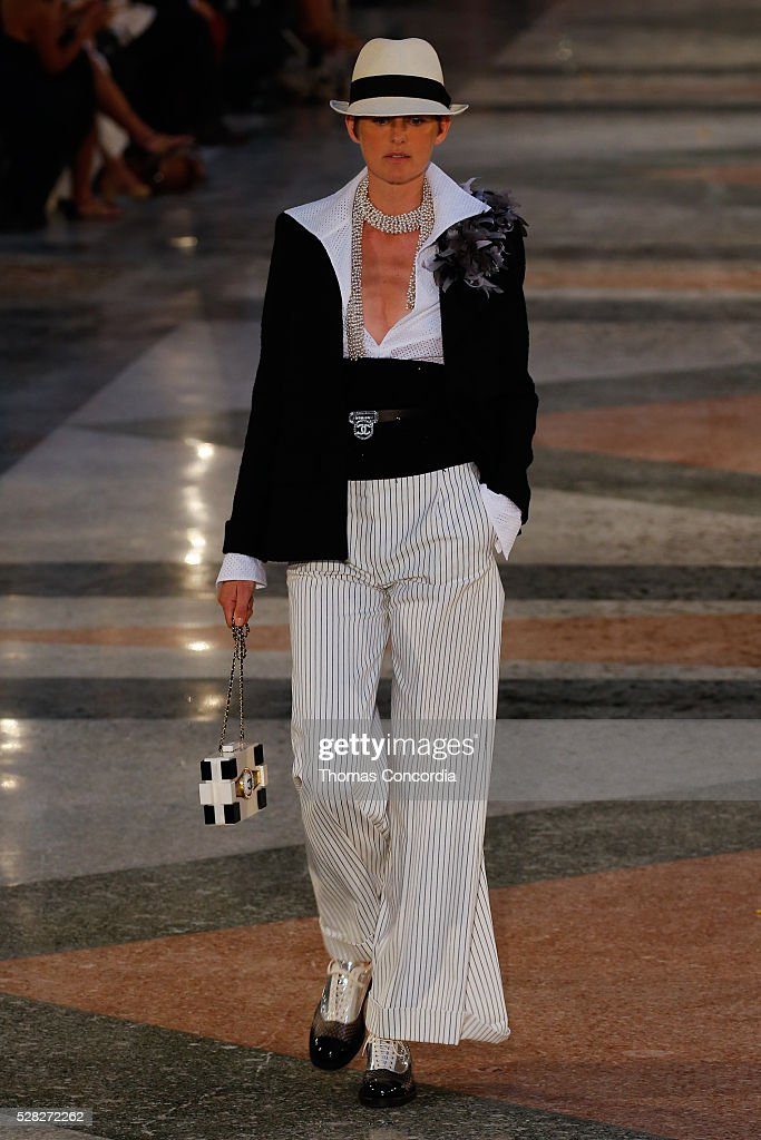 Chanel Cruise Collection 2016/2017 : News Photo
