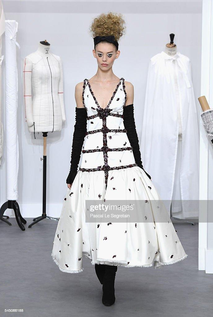Chanel : Runway - Paris Fashion Week