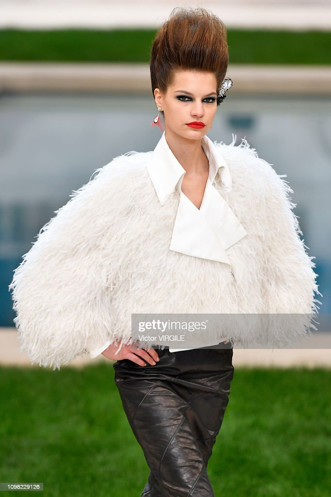 Chanel : Runway - Paris Fashion Week - Haute Couture Spring Summer 2019 : News Photo
