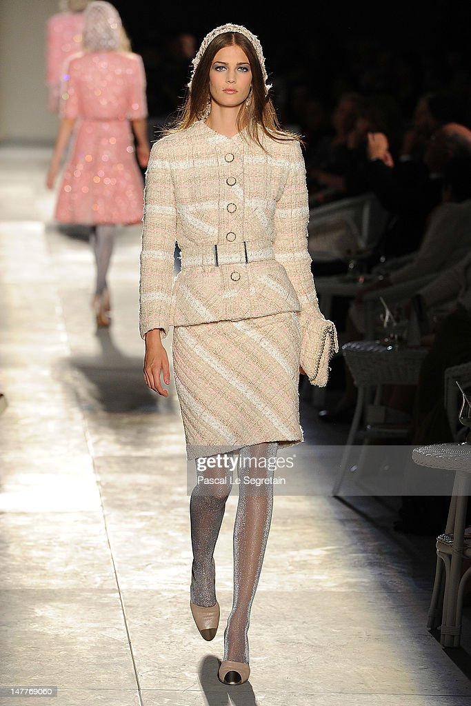 Chanel: Runway - Paris Fashion Week Haute Couture F/W 2012/13 : News Photo