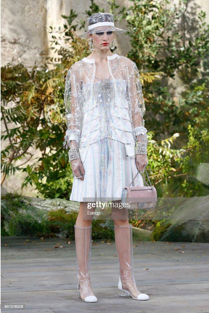 Chanel : Runway - Paris Fashion Week Womenswear Spring/Summer 2018 : ニュース写真