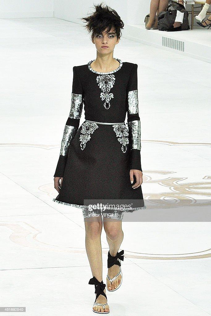 66887086119f3b Chanel   Runway - Paris Fashion Week   Haute Couture Fall Winter 2014-2015