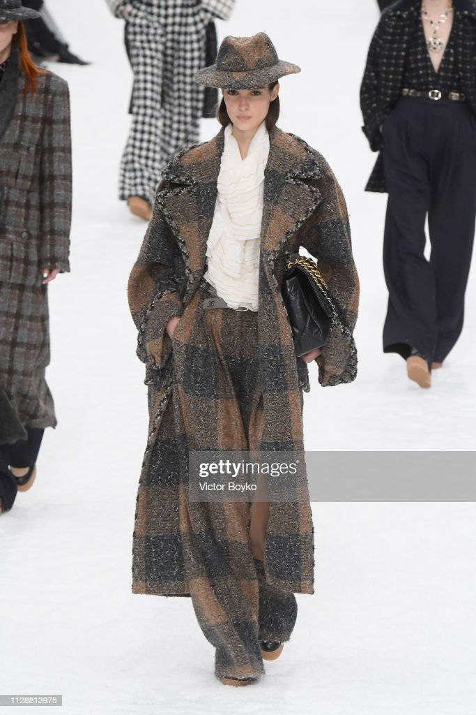 Chanel : Runway - Paris Fashion Week Womenswear Fall/Winter 2019/2020 : News Photo