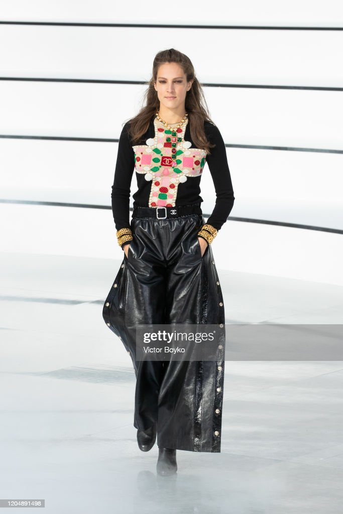 Chanel : Runway - Paris Fashion Week Womenswear Fall/Winter 2020/2021 : ニュース写真