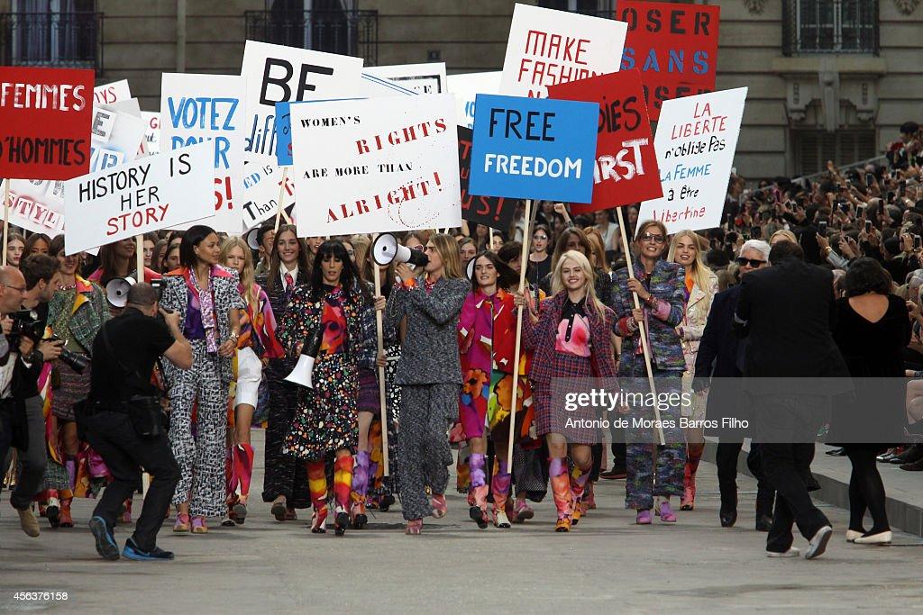 Chanel : Runway - Paris Fashion Week Womenswear Spring/Summer 2015 : News Photo