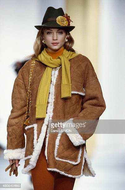A model walks the runway during the Chanel show ReadyToWear Fall/Winter 1988/1989 in Paris France on March 21 1988