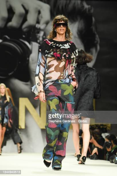 Model walks the runway during the Chanel Womenswear Spring/Summer 2022 show as part of Paris Fashion Week on October 05, 2021 in Paris, France.