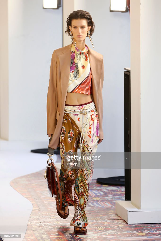 Chloe : Runway - Paris Fashion Week Womenswear Spring/Summer 2019 : Nachrichtenfoto