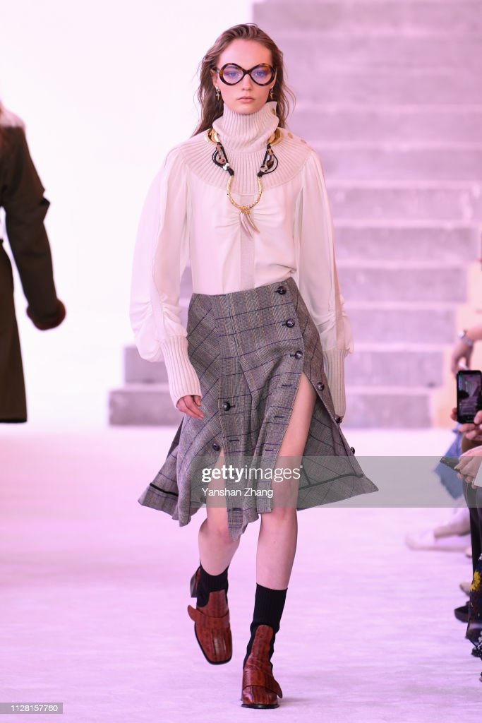 Chloe : Runway - Paris Fashion Week Womenswear Fall/Winter 2019/2020 : News Photo