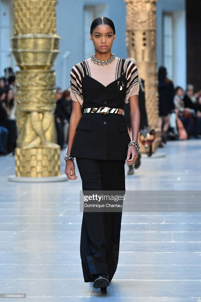 Chloe : Runway - Paris Fashion Week Womenswear Fall/Winter 2020/2021 : News Photo