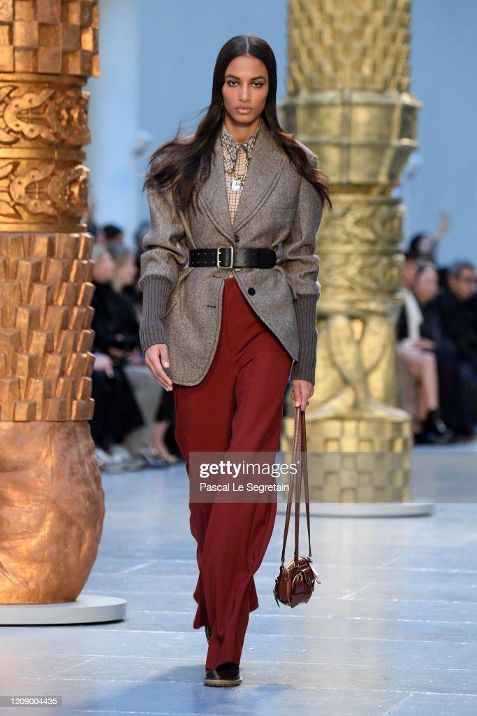 Chloe : Runway - Paris Fashion Week Womenswear Fall/Winter 2020/2021 : News Photo