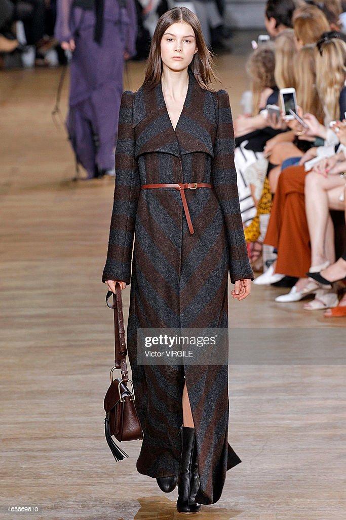 Chloe : Runway - Paris Fashion Week Womenswear Fall/Winter 2015/2016 : News Photo