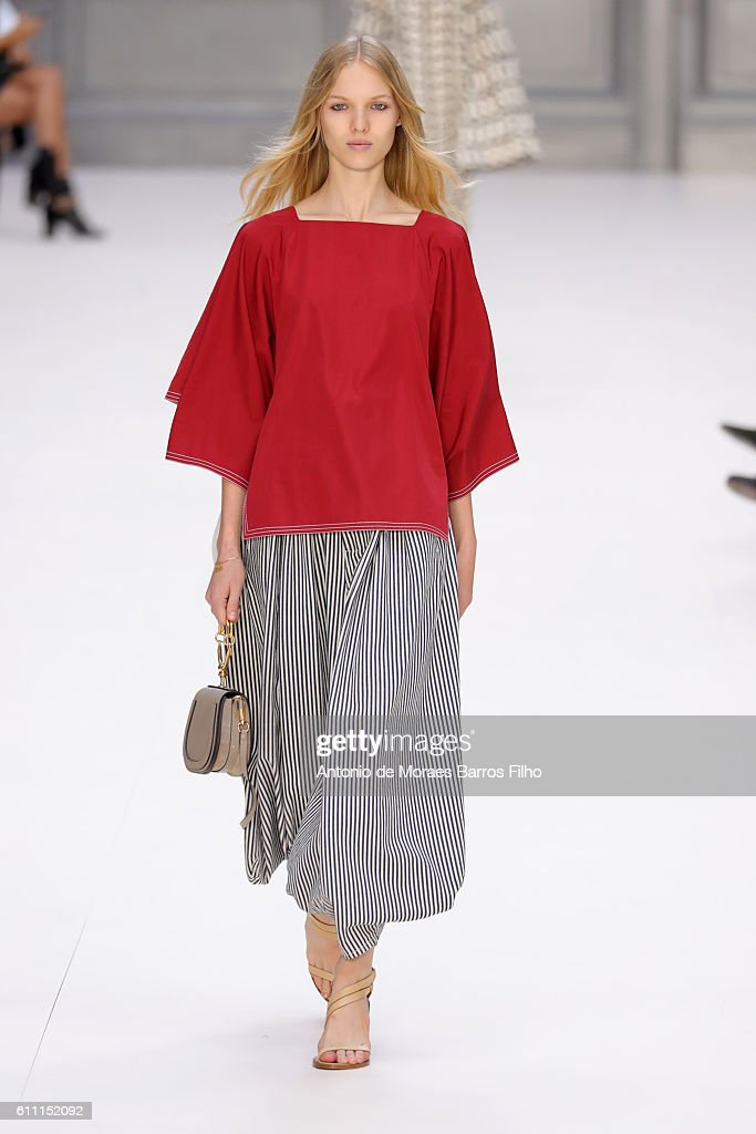 Chloe : Runway - Paris Fashion Week Womenswear Spring/Summer 2017 : News Photo