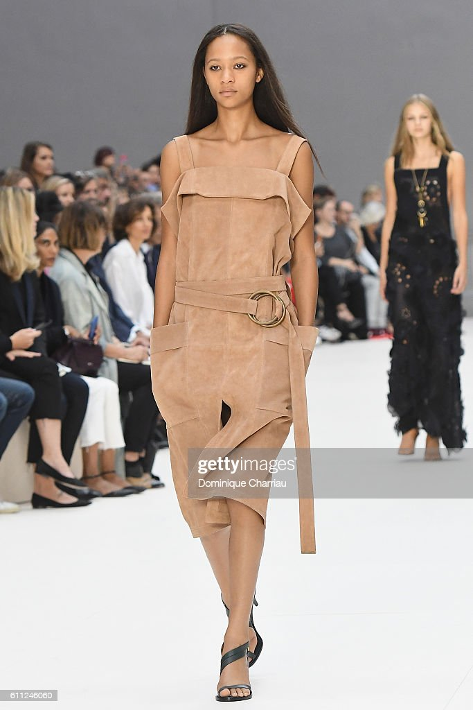 Chloe : Runway - Paris Fashion Week Womenswear Spring/Summer 2017 : News Photo