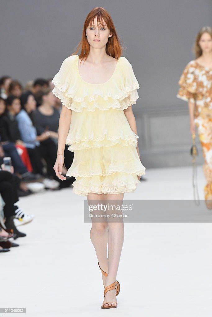 Chloe : Runway - Paris Fashion Week Womenswear Spring/Summer 2017 : ニュース写真