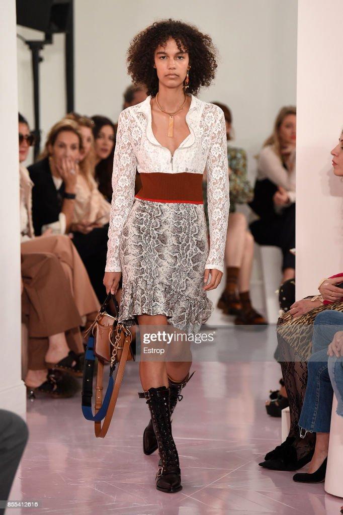 Chloe : Runway - Paris   Fashion Week Womenswear Spring/Summer 2018 : ニュース写真