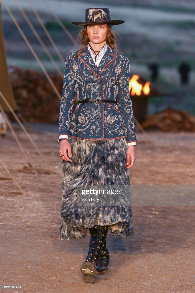 Christian Dior Cruise 2018 Runway Show : News Photo