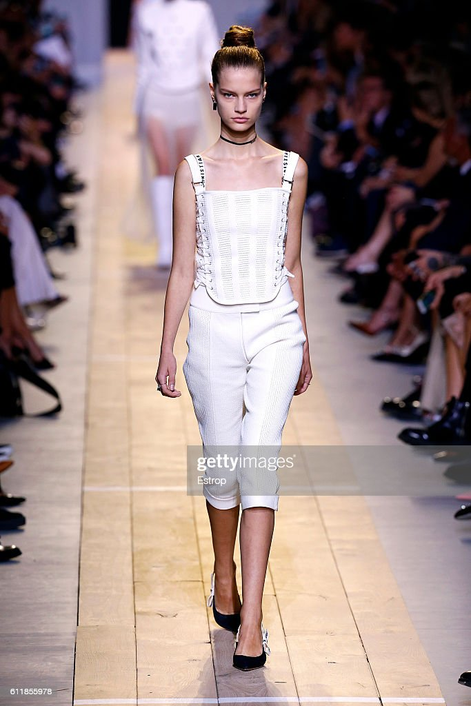 Christian Dior : Runway - Paris Fashion Week Womenswear Spring/Summer 2017 : News Photo