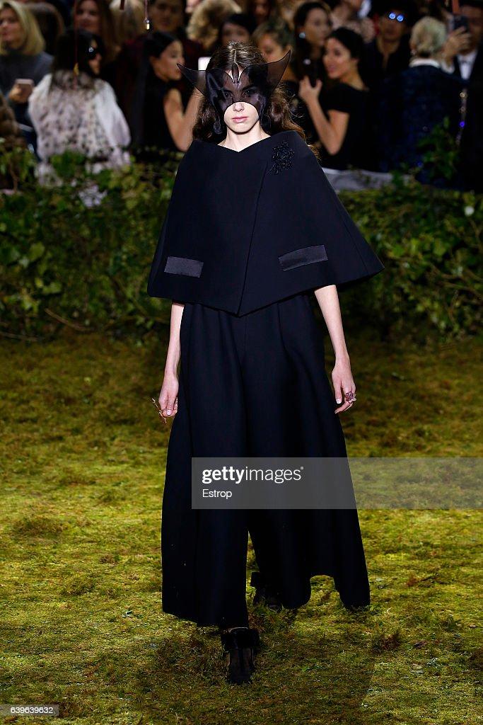 Christian Dior : Runway - Paris Fashion Week - Haute Couture Spring Summer 2017 : News Photo