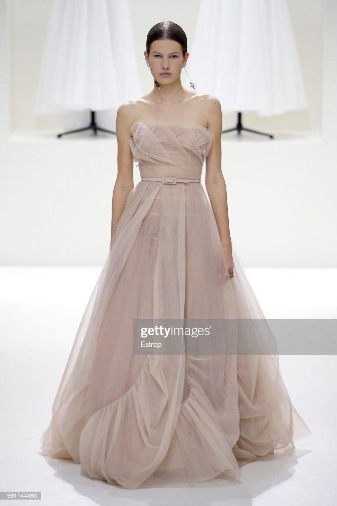 Christian Dior : Runway - Paris Fashion Week - Haute Couture Fall Winter 2018/2019 : Fotografía de noticias