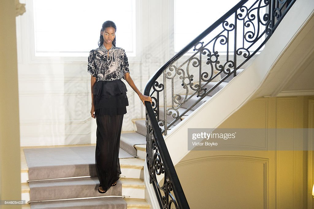 Christian Dior : Runway - Paris Fashion Week - Haute Couture Fall/Winter 2016-2017 : News Photo