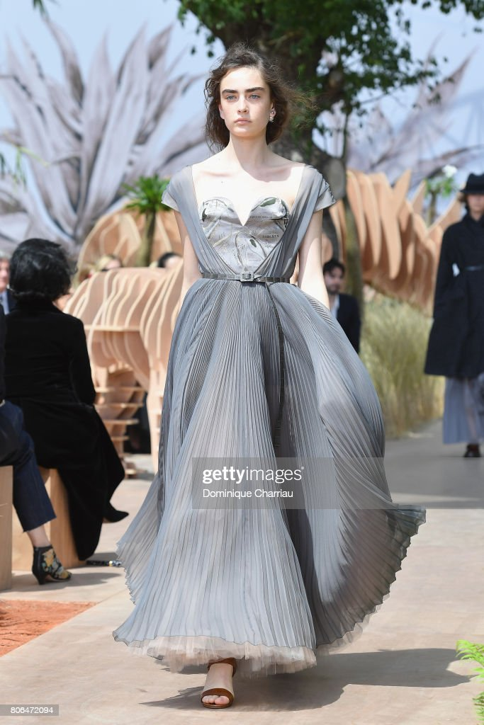 Ben noto Christian Dior : Runway - Paris Fashion Week - Haute Couture Fall  LF04
