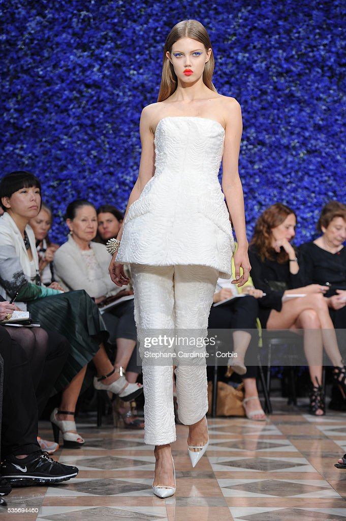 France - Christian Dior: Runway- Paris Fashion Week Haute Couture F/W 2013 : ニュース写真