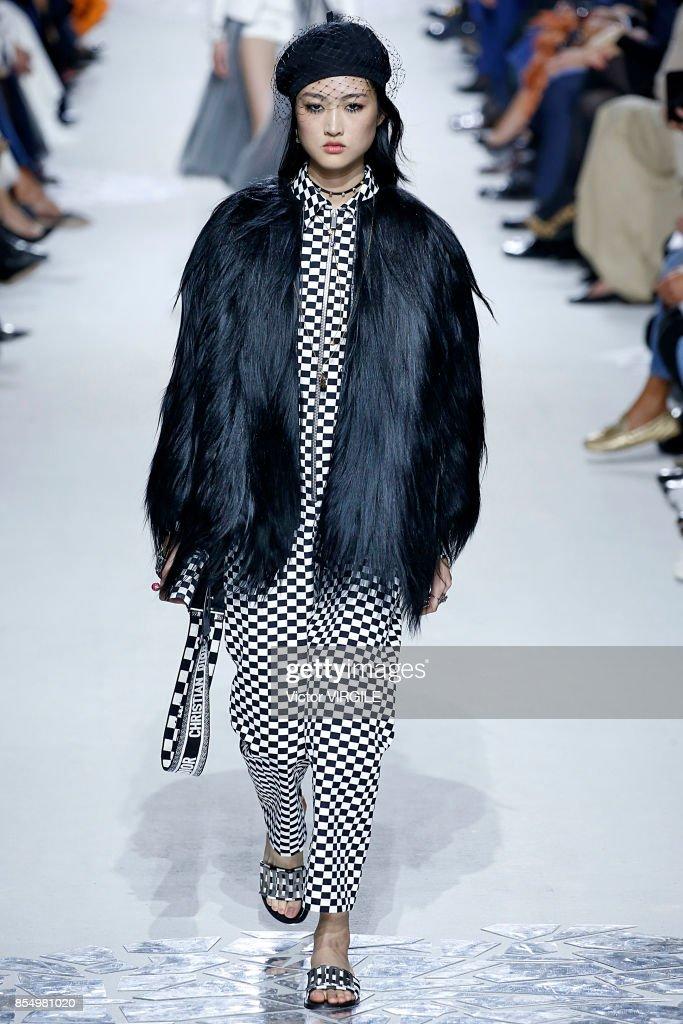 e27bb3f7bef Christian Dior : Runway - Paris Fashion Week Womenswear Spring/Summer 2018  : News Photo