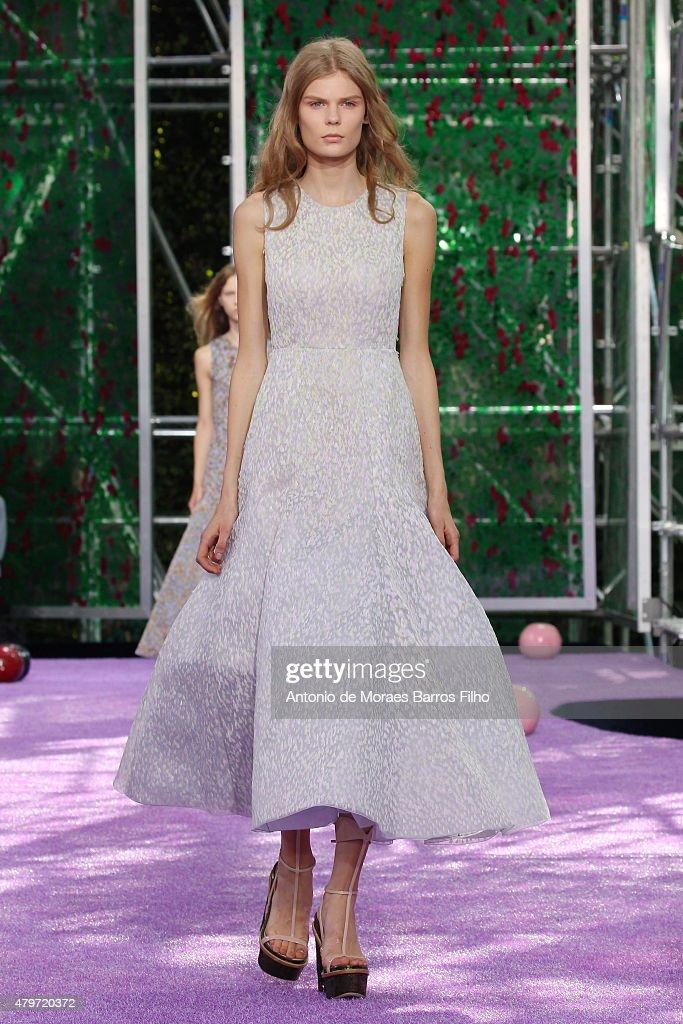 Christian Dior : Runway - Paris Fashion Week - Haute Couture Fall/Winter 2015/2016 : News Photo