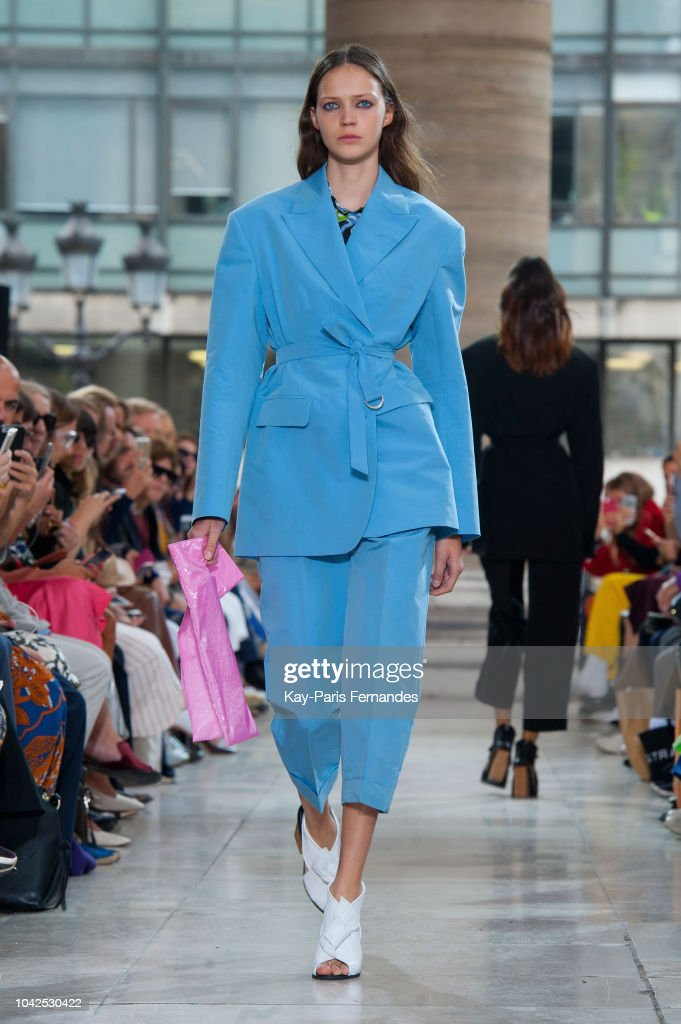 model-walks-the-runway-during-the-christian-wijnants-show-as-part-of-picture-id1042530422