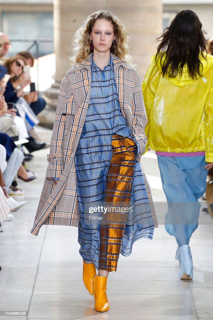 Christian Wijnants : Runway - Paris Fashion Week Womenswear Spring/Summer 2019 : Nachrichtenfoto