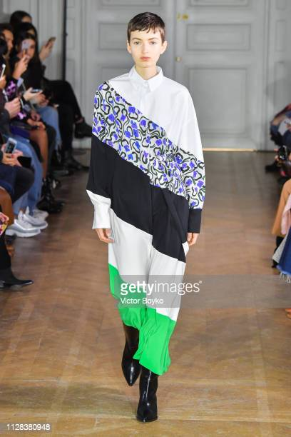 Model walks the runway during the Christian Wijnants show as part of the Paris Fashion Week Womenswear Fall/Winter 2019/2020 on March 1, 2019 in...