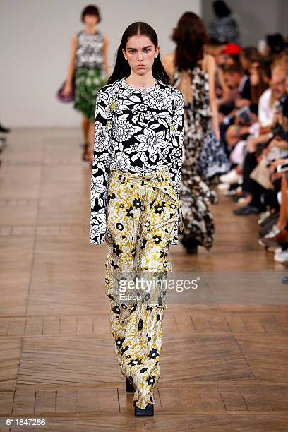 Model walks the runway during the Christian Wijnants show as part of the Paris Fashion Week Womenswear Spring/Summer 2017 on September 30, 2016 in...