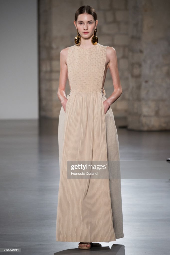 model-walks-the-runway-during-the-christophe-josse-spring-summer-2018-picture-id910209164