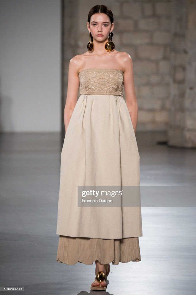 model-walks-the-runway-during-the-christophe-josse-spring-summer-2018-picture-id910209290