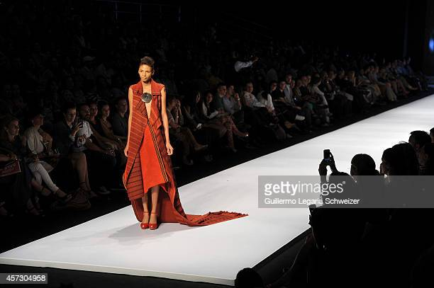 A model walks the runway during the Colombian designer Adriana Santacruz show during the second day of Cali Exposhow 2014 fashion week on October 15...