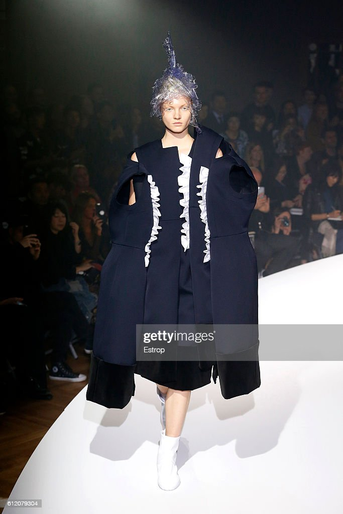 Comme des Garcons : Runway - Paris Fashion Week Womenswear Spring/Summer 2017 : News Photo