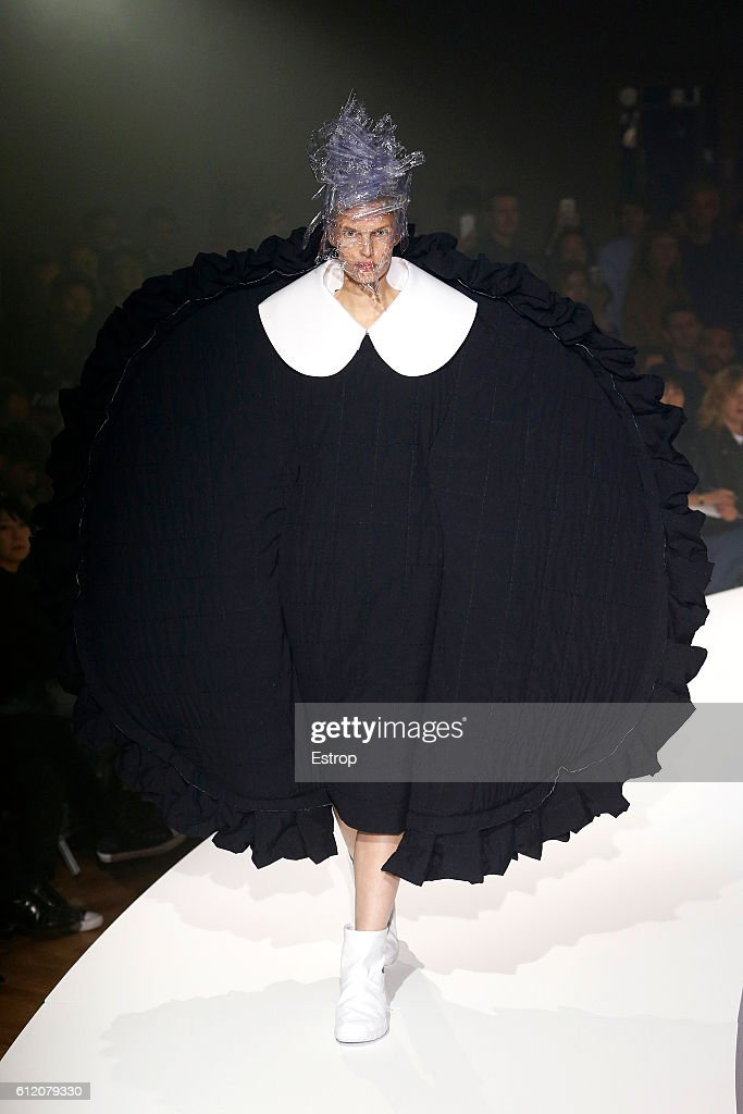 Comme des Garcons : Runway - Paris Fashion Week Womenswear Spring/Summer 2017 : News Photo