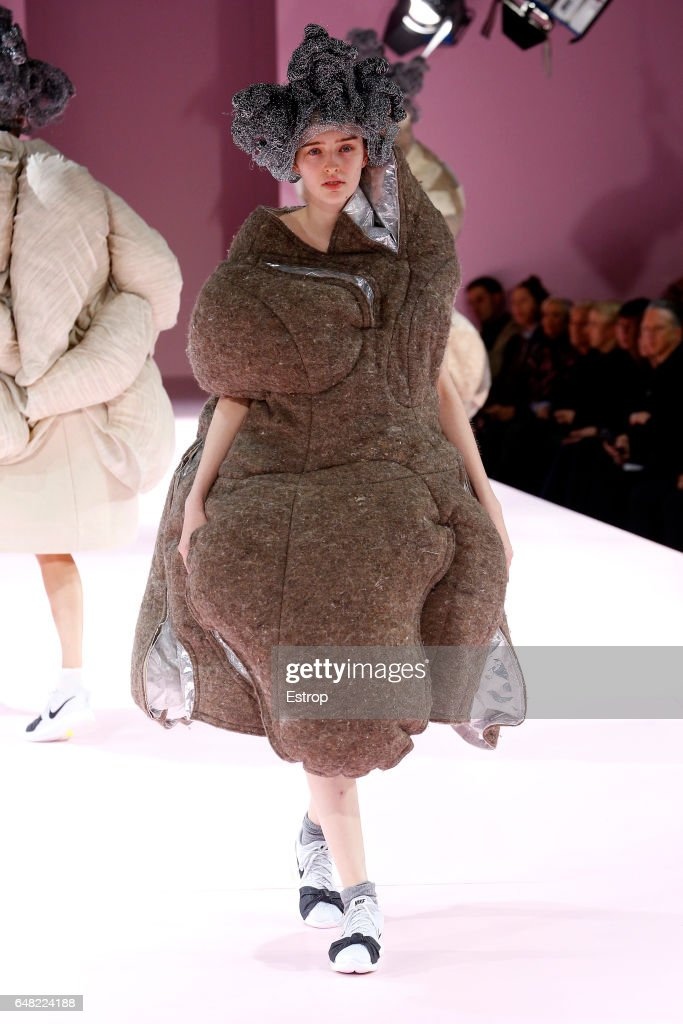 Comme des Garcons: Runway - Paris Fashion Week Womenswear Fall/Winter 2017/2018 : News Photo