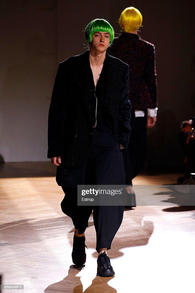 Comme Des Garcons Homme Plus : Runway - Paris Fashion Week - Menswear F/W 2017-2018 : News Photo