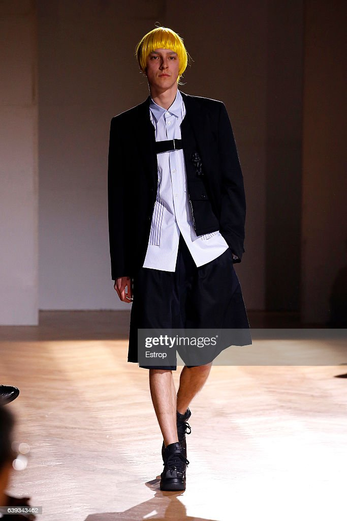 Comme Des Garcons Homme Plus : Runway - Paris Fashion Week - Menswear F/W 2017-2018 : Nachrichtenfoto