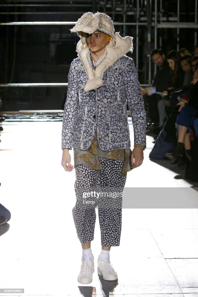 Comme Des Garcons Homme Plus : Runway - Paris Fashion Week - Menswear F/W 2018-2019 : ニュース写真