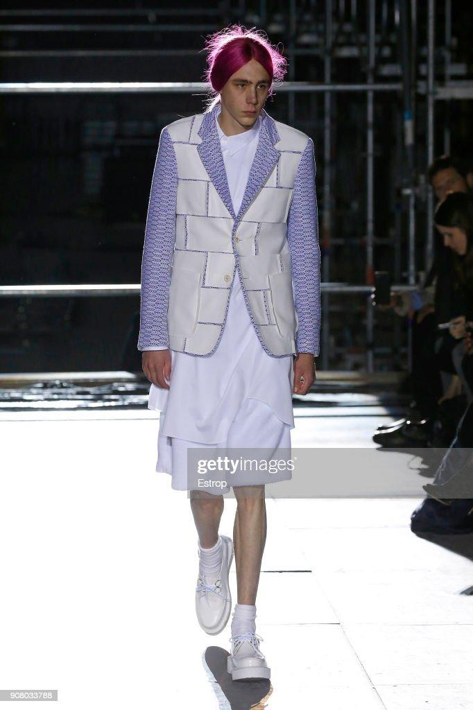 Comme Des Garcons Homme Plus : Runway - Paris Fashion Week - Menswear F/W 2018-2019 : ニュース写真