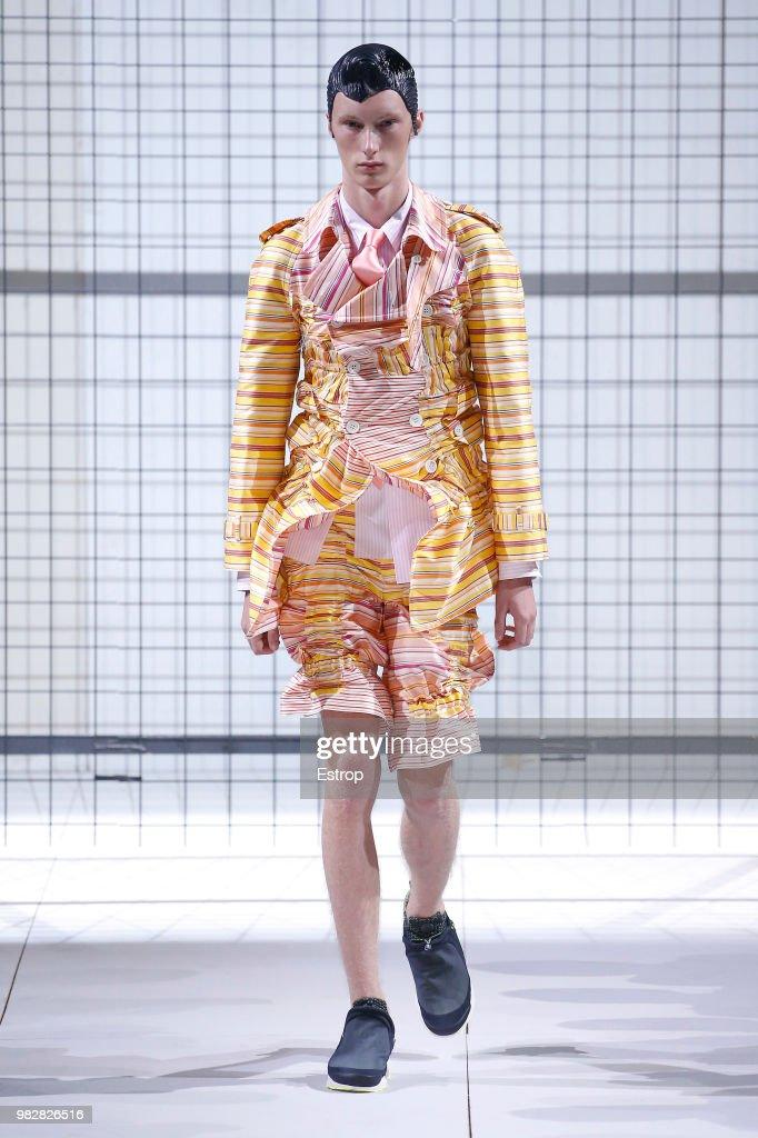 Comme des Garcons: Runway - Paris Fashion Week - Menswear Spring/Summer 2019 : Fotografía de noticias